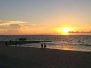 沖縄のおすすめ観光スポット サンセットビーチ