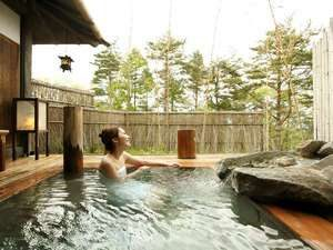 全室に専用露天風呂「湯宿季の庭」