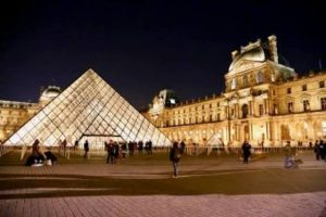 フランス新婚旅行でおすすめの観光スポット ルーブル美術館