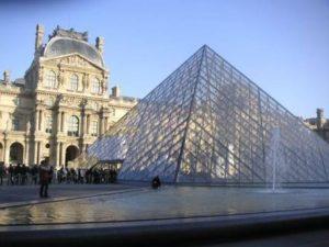 パリのおすすめ観光スポット ルーブル美術館