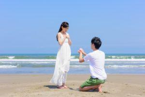 沖縄の海でプロポーズ
