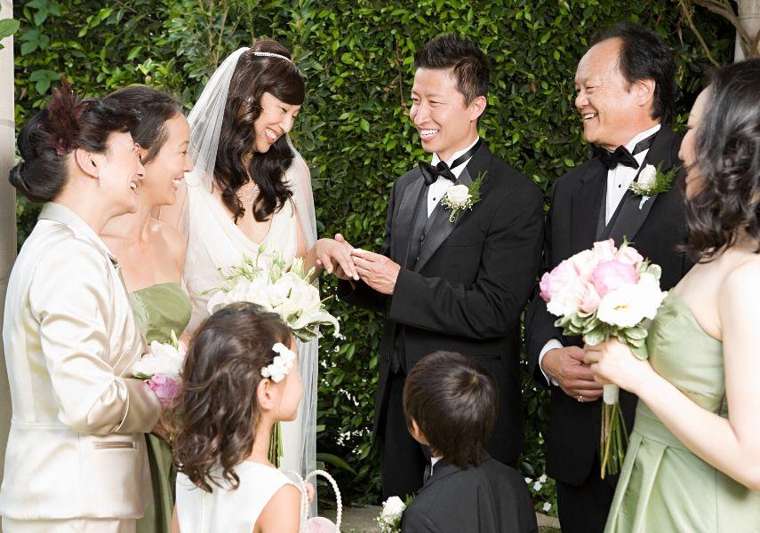 結婚式はどれくらい前に予約したほうがいい?